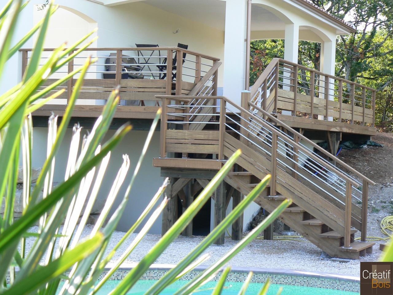 Terrasse bois en hauteur avec escalier cahors lot 46 for Amenagement terrasse en hauteur