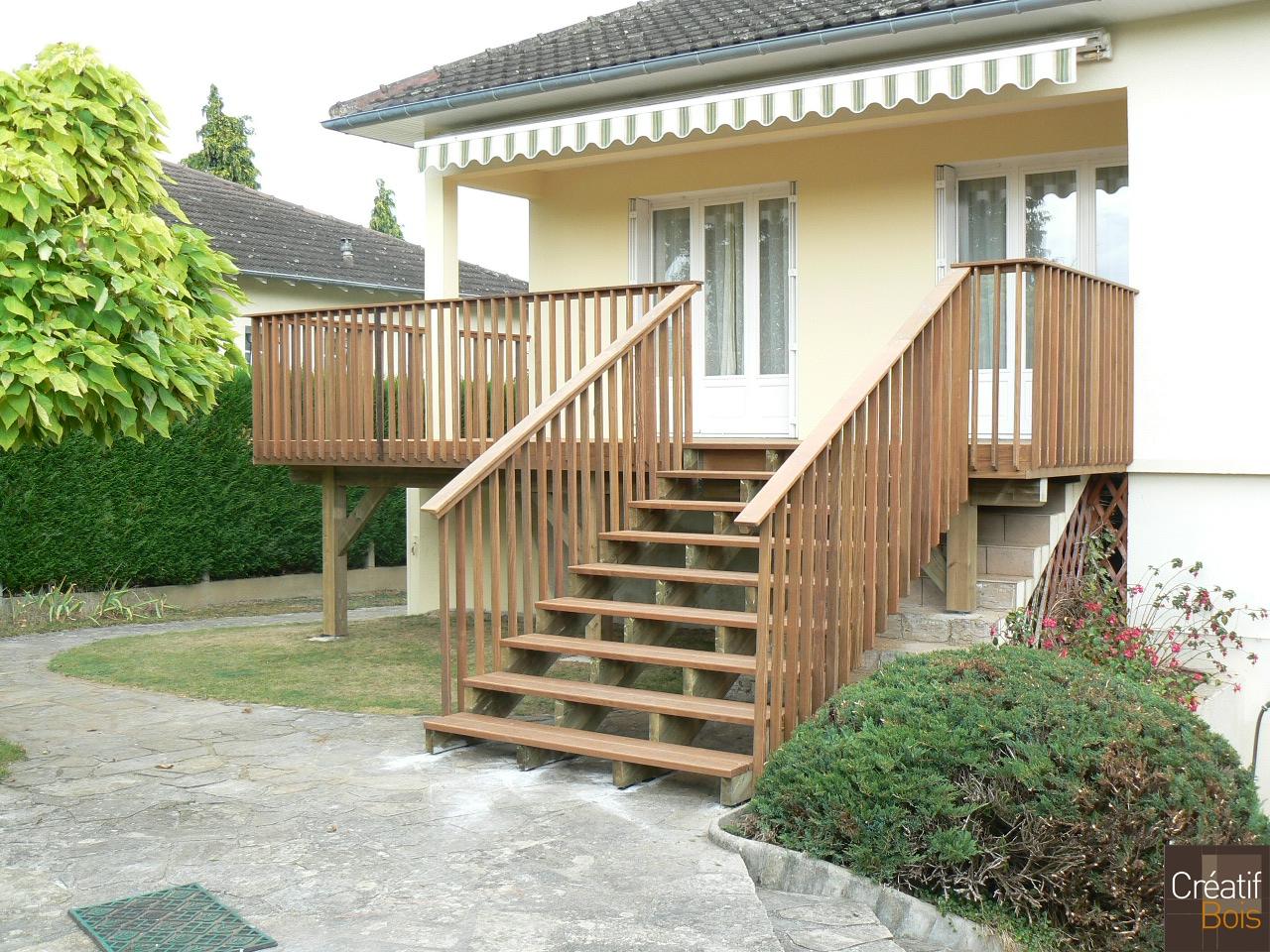 Terrasse bois sur poteaux et escalier bois condat sur for Escalier de terrasse