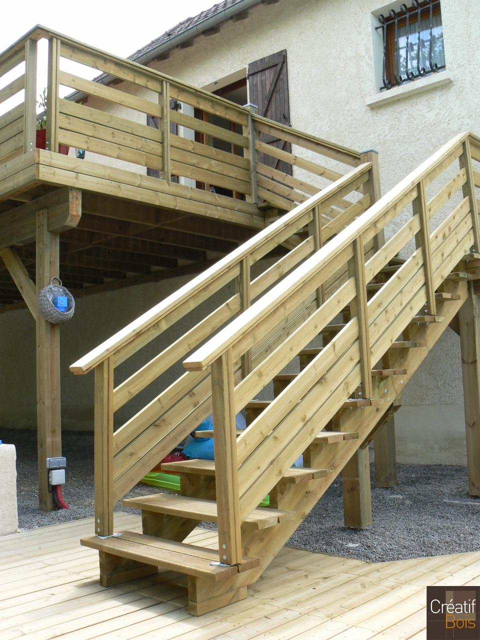 Terrasse bois plus escalier diverses id es for Escalier exterieur bois