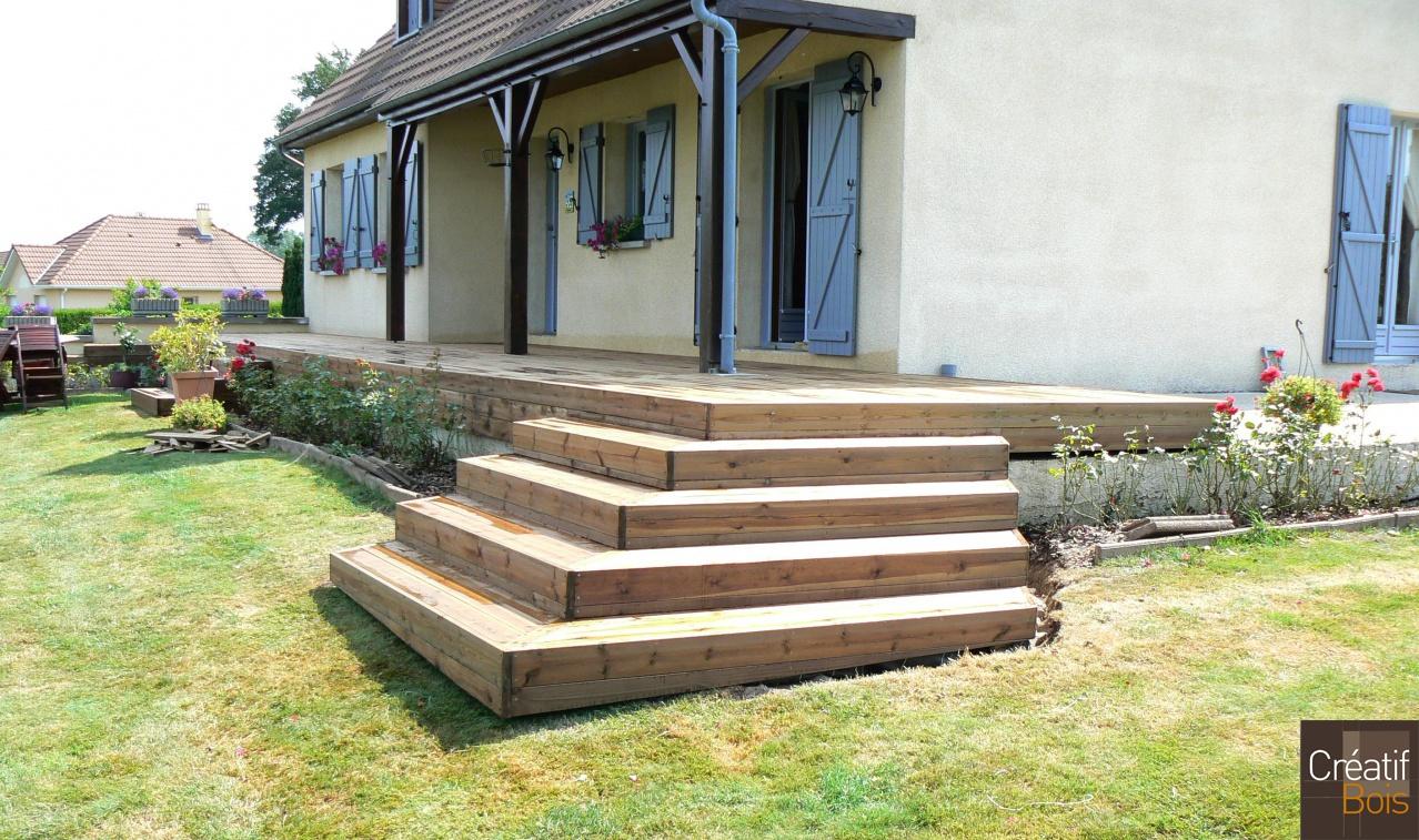 Escalier d 39 angle en bois saint priest la plaine creuse for Construction escalier exterieur