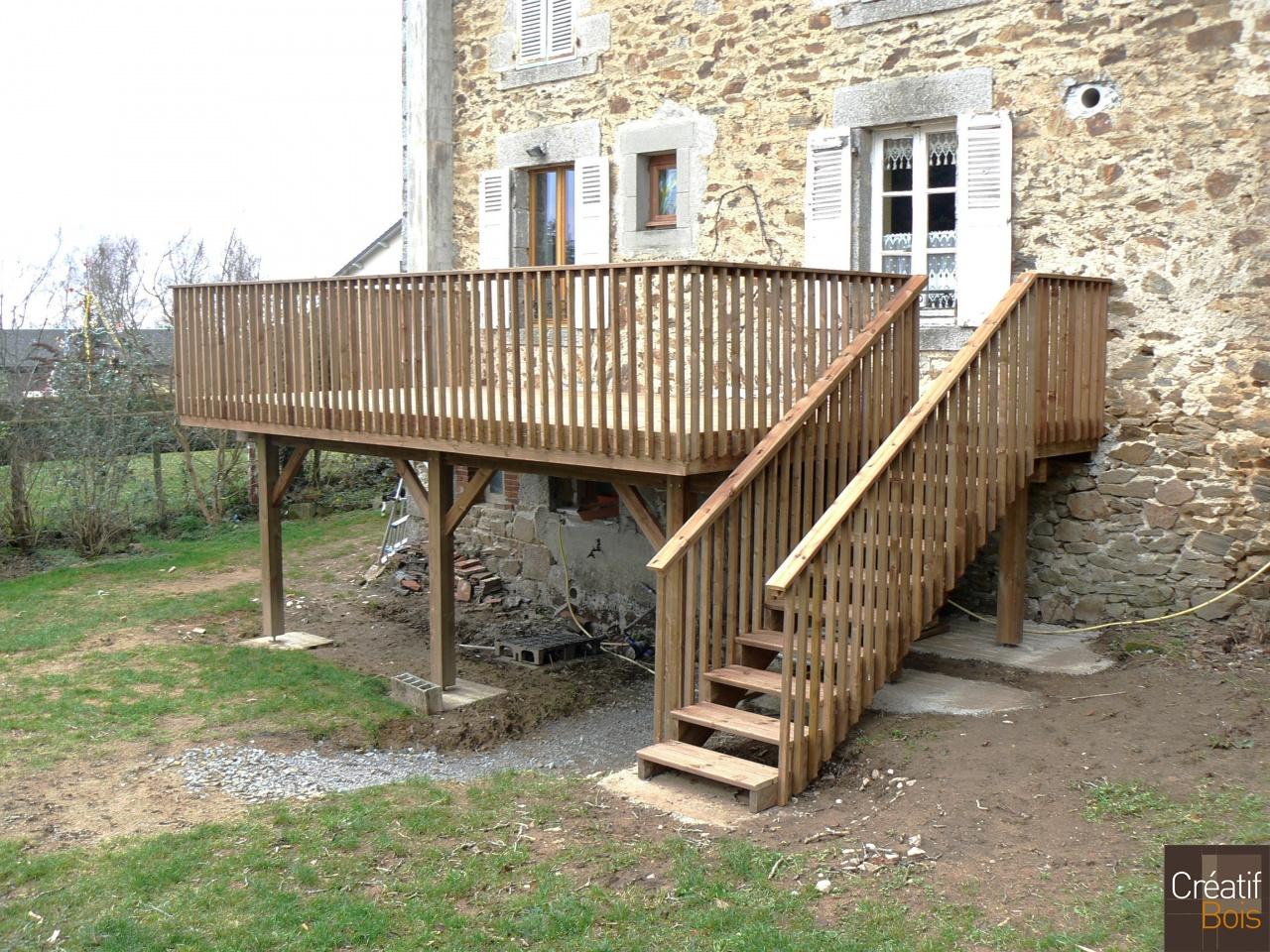 Terrasse en bois sur poteaux avec escalier moissannes for Galerie de maison exterieur
