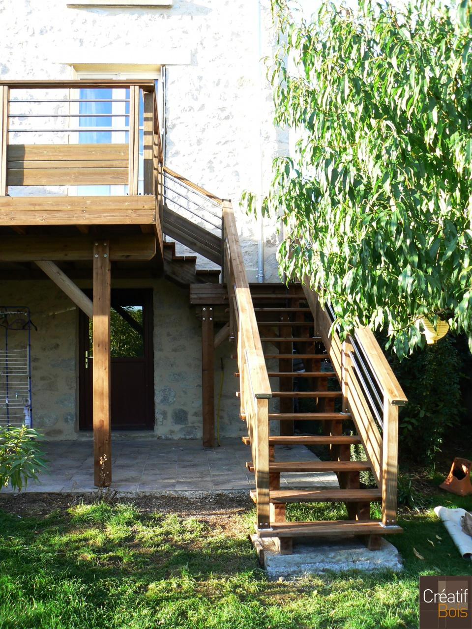 Escalier bois limoges haute vienne 87 escaliers for Piscine ambiance brive