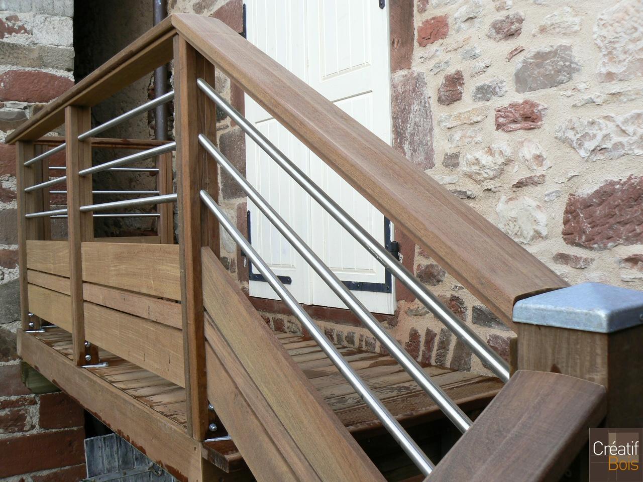 Escalier bois avec garde corps inox et bois meyssac for Balustrade en bois interieur